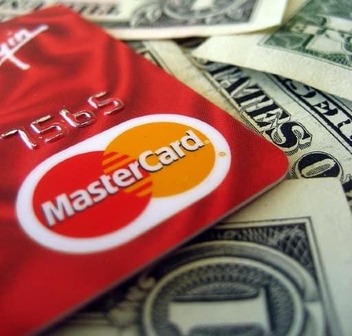 クレジットカードによる入出金のメリットとデメリット